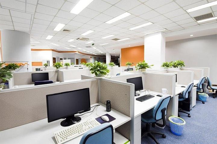 văn phòng truyền thống thường sử dụng vách ngăn, phòng riêng
