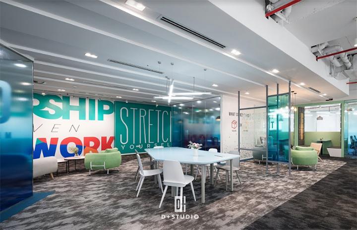 văn phòng mở giúp tiết kiệm chi phí trang thiết bị nội thất
