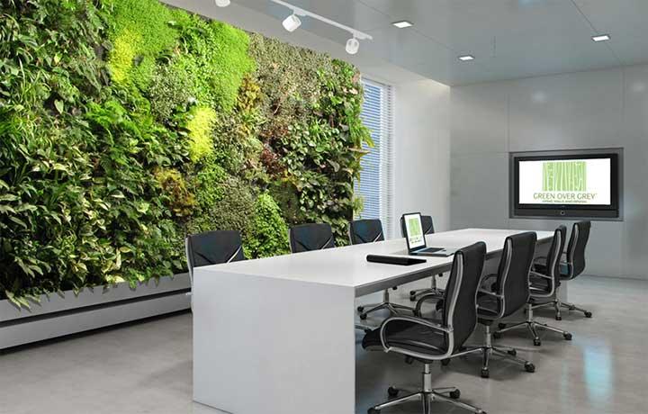văn phòng họp không gian đóng với mảng tường xanh