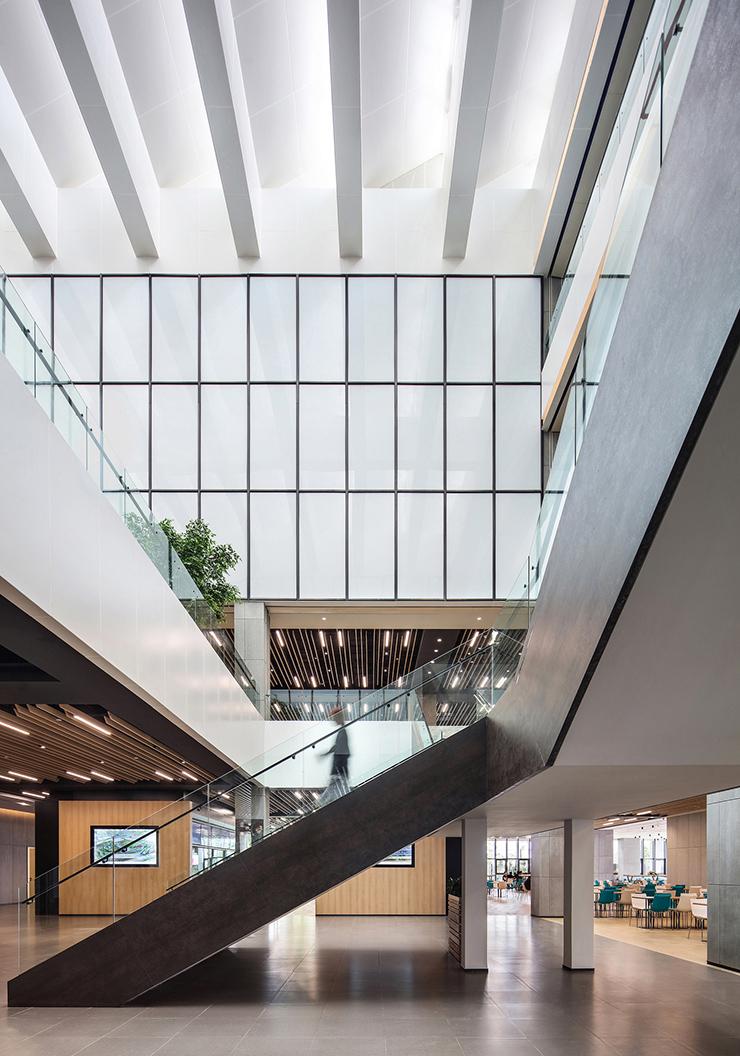 thiết kế văn phòng xanh với giếng trời
