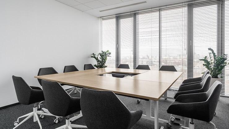 bố trí nội thất phòng họp tối giản