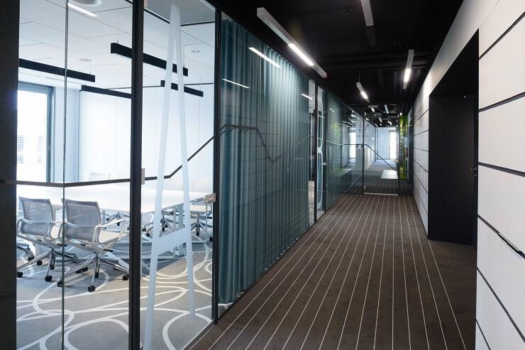 thiết kế hành lang văn phòng đẹp sáng tạo