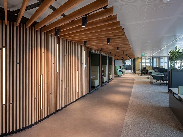 thiết kế hành lang văn phòng sáng tạo