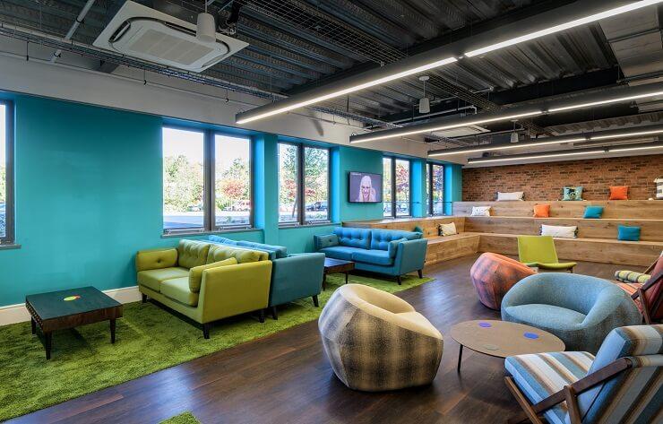 thiết kế nội thất văn phòng đa sắc màu