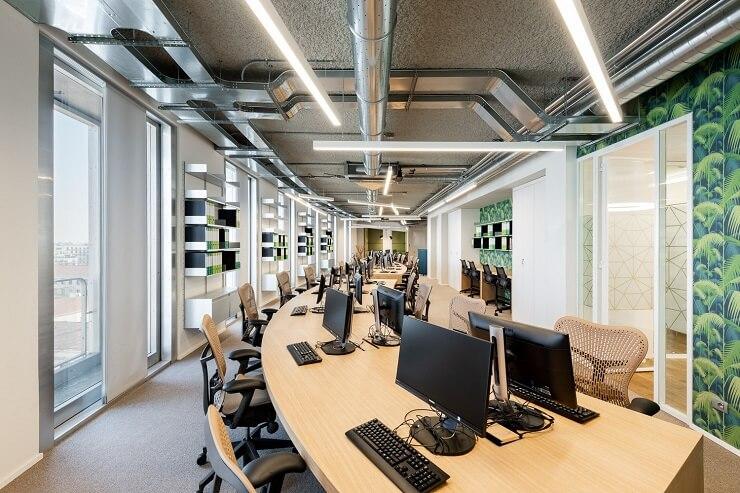 thiết kế vách ngăn kính văn phòng