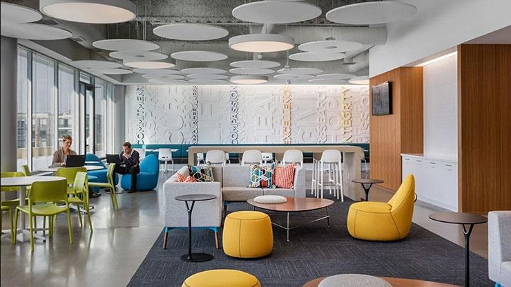 Mẫu văn phòng mở được nhiều công ty sáng tạo ưa chuộng bởi khả năng kết nối cao giữa các thành viên.