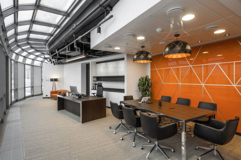 Việc bố trí văn phòng giám đốc theo phương ngang sẽ giúp tối ưu diện tích văn phòng
