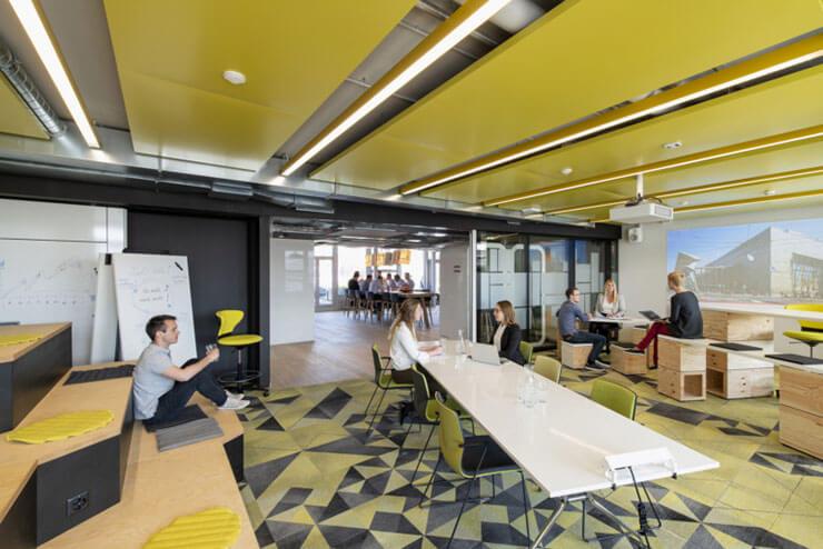 Các loại ghế làm việc nhỏ, đơn giản sẽ giúp tối ưu diện tích cho văn phòng hơn
