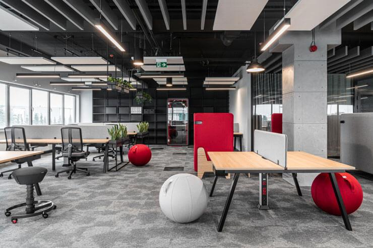 Ghế đệm được thiết kế hình quả bóng đem đến cảm giác mới lạ, tạo ra môi trường làm việc sáng tạo cho nhân viên
