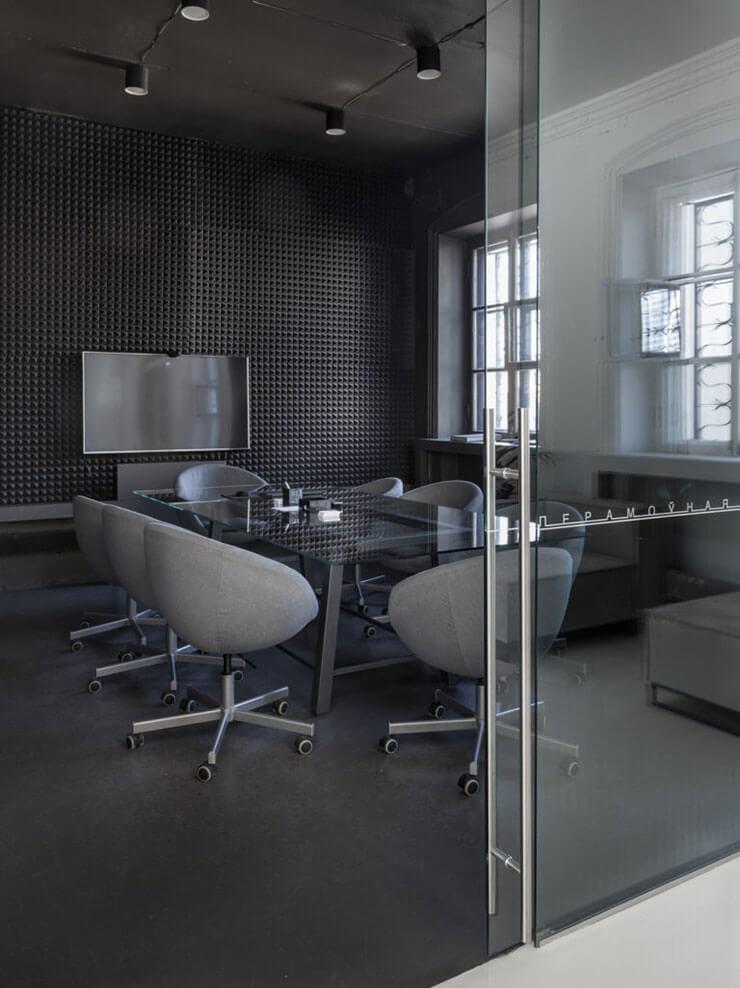 Phòng họp với hệ thống phương tiện hiện đại giúp dễ dàng hơn trong việc thảo luận