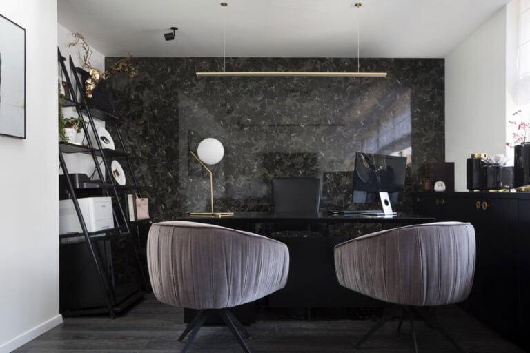 Ưu tiên sử dụng tông màu trung tính để thể hiện sự chuyên nghiệp trong văn phòng lãnh đạo