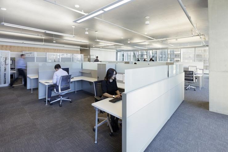 Vách ngăn để chia bàn làm việc được sử dụng ở hầu hết các văn phòng hiện nay