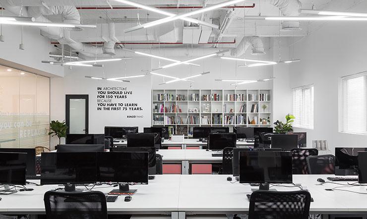 Văn phòng của D+ Studio sắp đặt thiết bị văn phòng một cách khoa học. Từ đó đảm bảo sự tối giản mà không mất đi tính thẩm mỹ.