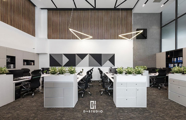Tủ đựng hồ sơ cũng được sử dụng làm vách ngăn không gian làm việc và lối đi lại trong văn phòng của G Group.