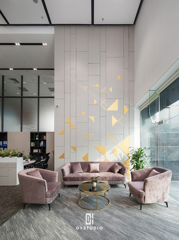 Sofa rộng với chất liệu thoải mái tại văn phòng G-Group mang đến sự tiện nghi, thư giãn cho khách hàng trong lúc chờ đợi