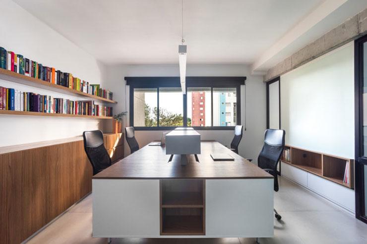 Sự kết hợp hài hòa giữa màu trắng và màu nâu gỗ đem đến một vẻ đẹp ấn tượng cho văn phòng AB&D Offices