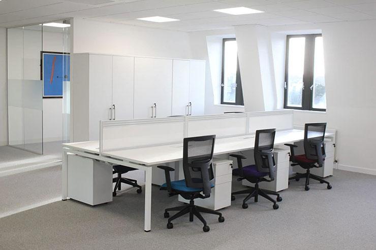 Lựa chọn tông màu trung tính giúp văn phòng có cảm quan rộng rãi hơn