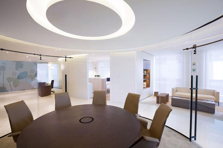 Phòng họp được thiết kế khá ấn tượng theo hình vòng cung với lớp cửa kính bao quanh
