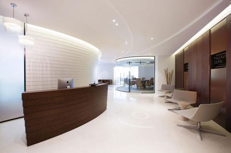 Văn phòng chỉ sử dụng 2 tông màu màu trắng và màu nâu chủ đạo nhưng vẫn đem lại sự ấn tượng, hài hòa