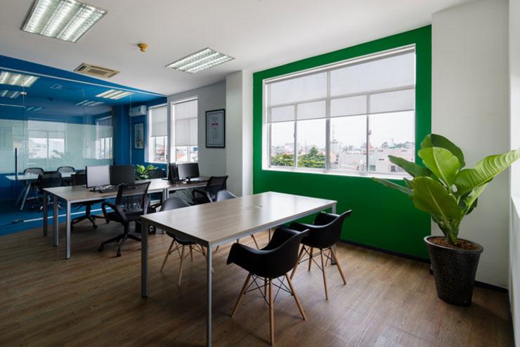 Tất cả không gian được thiết kế mở, chỉ có phòng họp là được thiết kế kín với vách kính ngăn cách để đảm bảo sự riêng tư mà vẫn thông thoáng