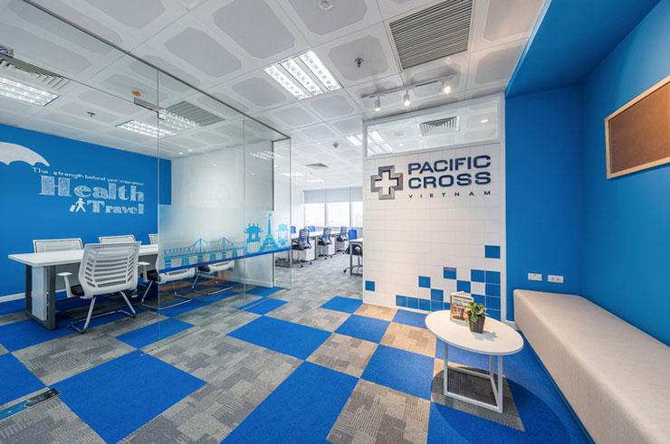 Những ô vuông màu xanh và xám kết hợp hài hòa với nhau giúp tăng tính thẩm mỹ, tạo ra hiệu ứng lan rộng cho văn phòng