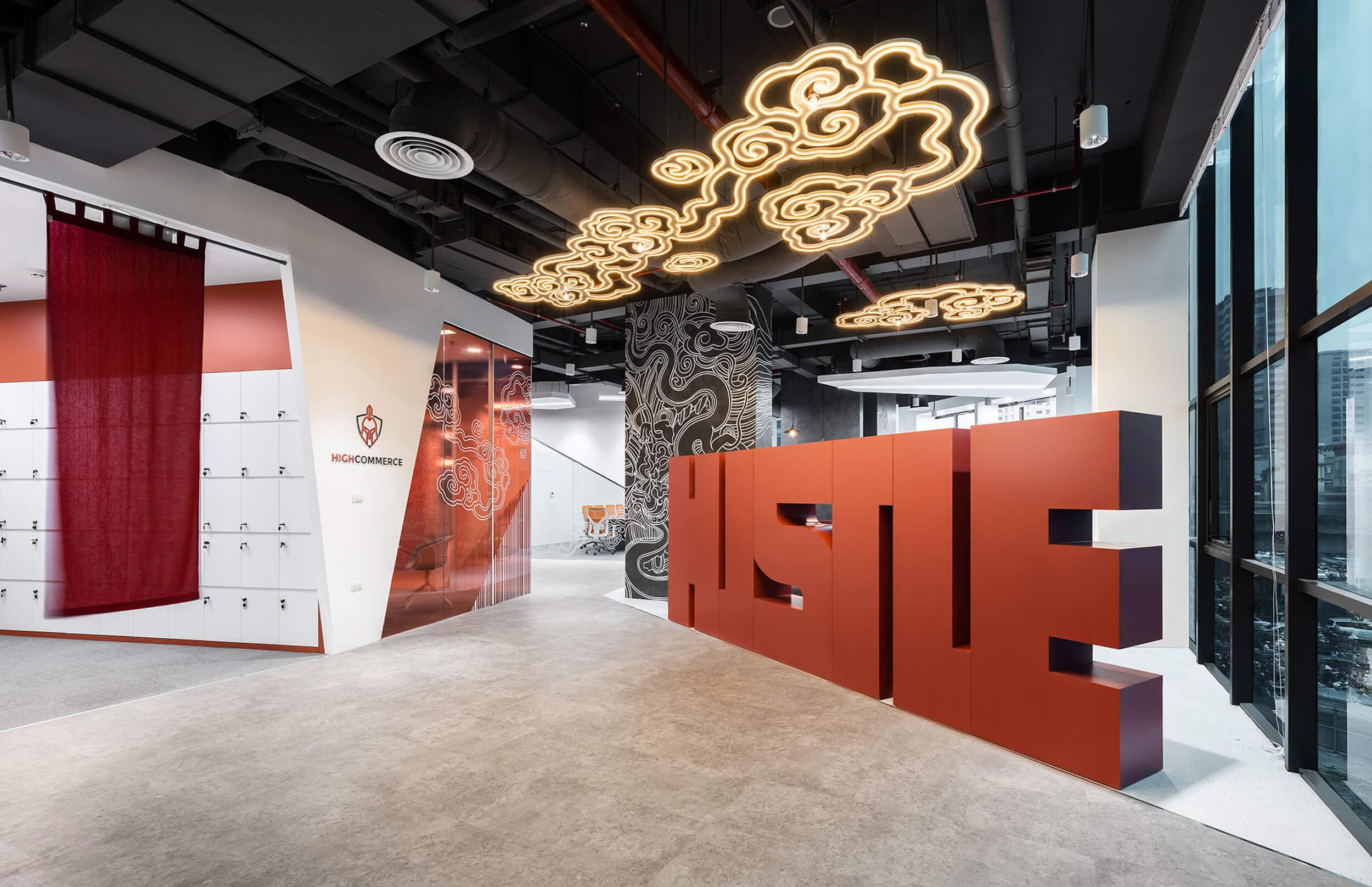 Sảnh văn phòng HighCommerce thiết kế theo thương hiệu và văn hoá doanh nghiệp