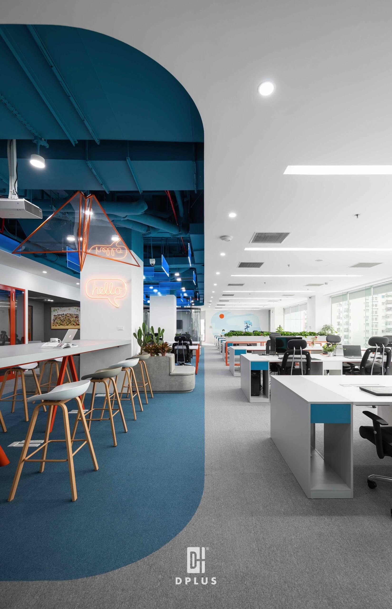 Văn phòng DLS khéo léo sử dụng màu sắc và độ cong trần nhà tạo nên sự phân chia bố cục độc đáo